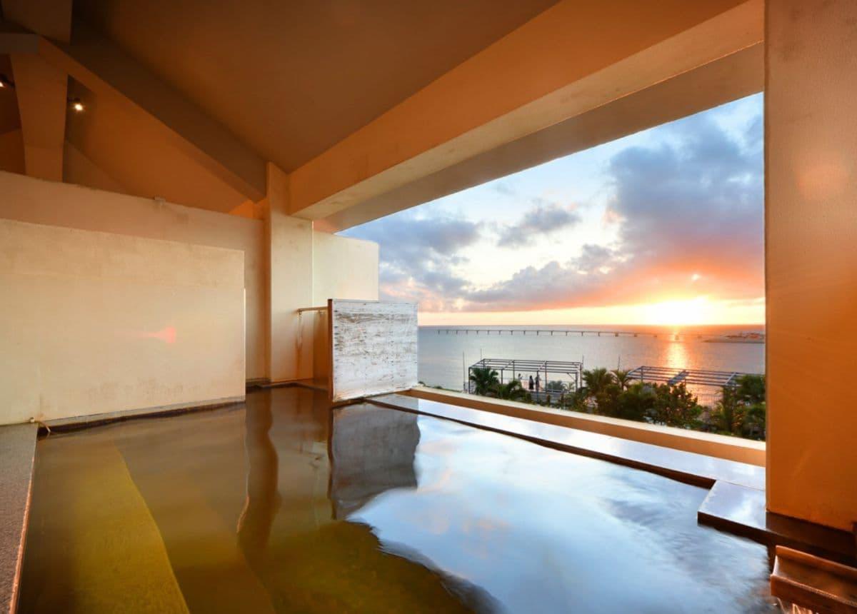 瀬長島ホテルの温泉からの景色